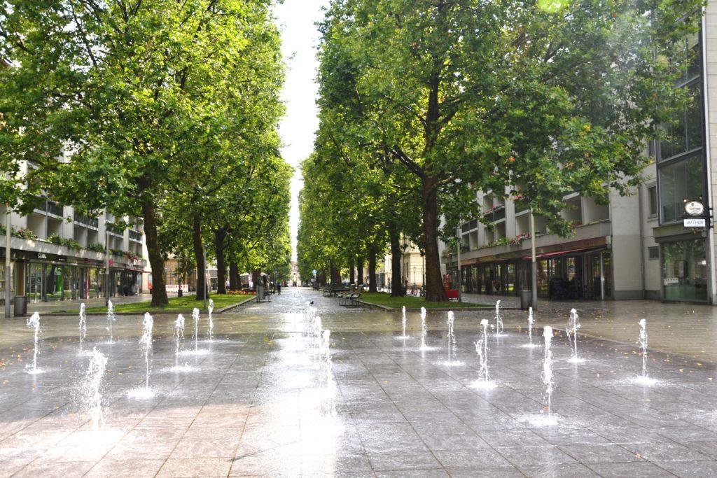 Ulice Haupstrasse, která vede ke Zlatému jezdci.